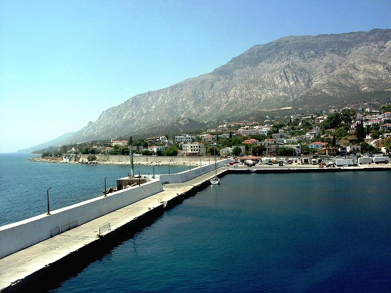 Greek PM on Ikaria island: More visitors if we inoculate workers in hotels