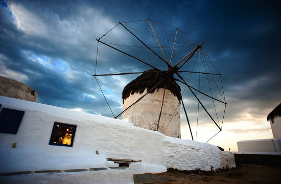 Dreamy sunset in the Greek island of Mykonos
