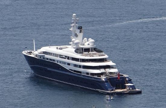 Yacht of Sheikh of Qatar arrives in Greek island of Skiathos