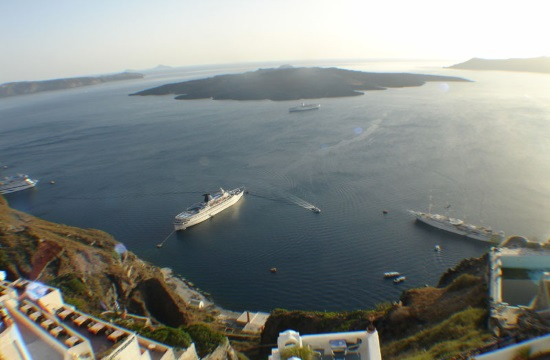 Study: Santorini overcrowded but  tourism keeps propelling Greek recovery