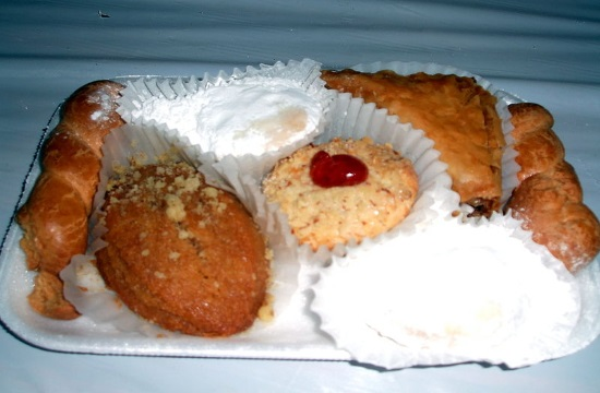 The top traditional Greek pastries and breads for Christmas (videos)