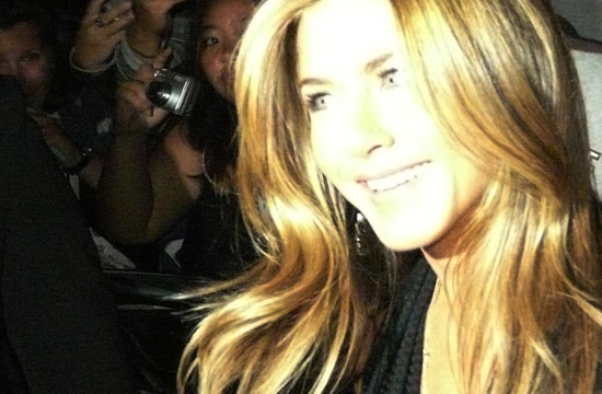 Greek-American actress Jennifer Aniston wins People's Icon Award (video)