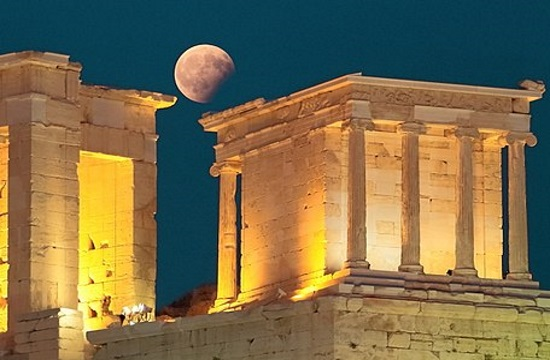 Greek museums and sites open on Monday night for August full moon
