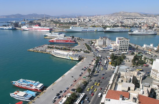 Chinese Cosco brings in new floating tank in Greek Piraeus port upgrade