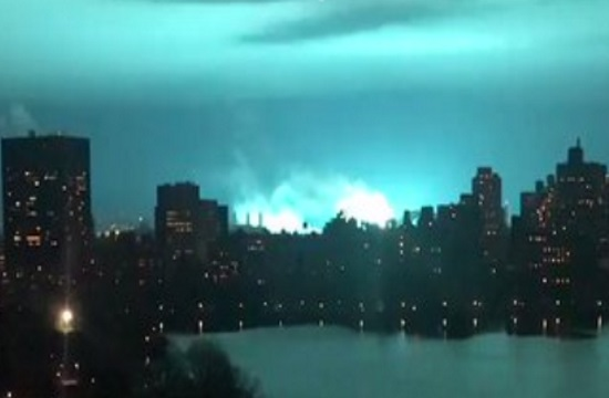 Astoria transformer explosion causes flashing blue light in NYC skyline (video)