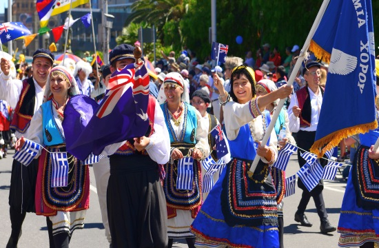 Historian and photographer study Greek immigrants' presence in Australia