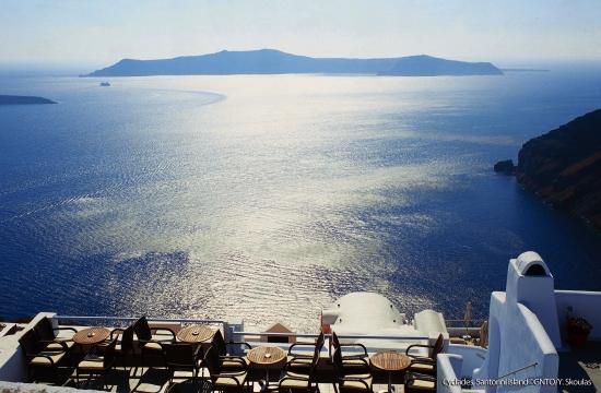 Australian model Isabelle Mathers vacations on Greek island of Santorini
