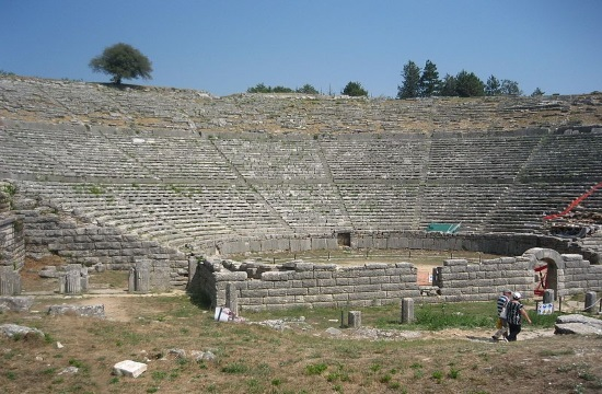 Prime Minister briefed on restoration work at Ancient Greek theatre of Dodoni