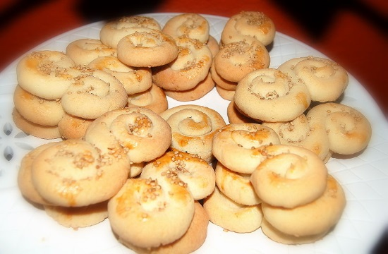 Greek recipe for traditional Easter Cookies