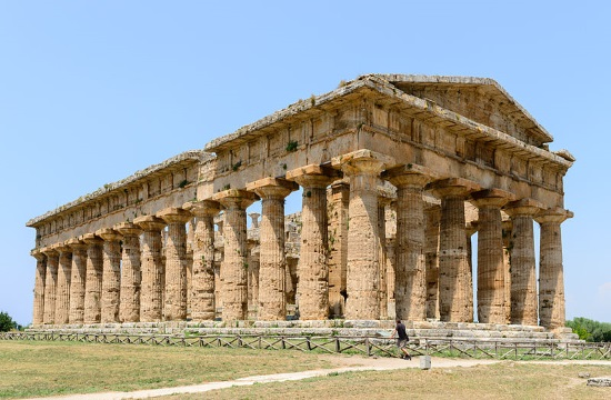 2,500 years old luxurious Greek Palace uncovered by archaeologists in Ancient Poseidonia