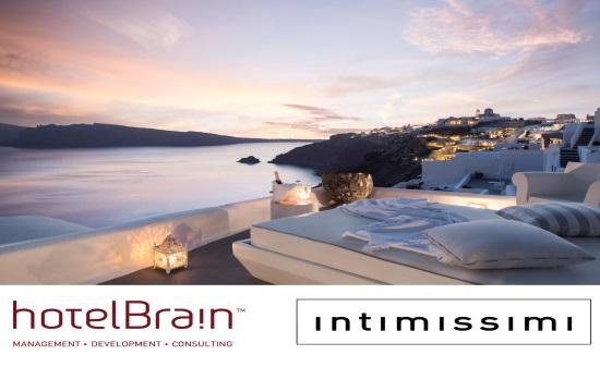 Top fashion bloggers in Santorini for HotelBrain-intimissimi campaign