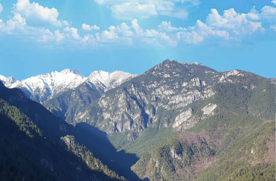 Rescuers reach Romanian hiker trapped on Mount Olympus cliff in Greece