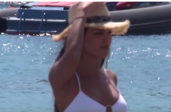 Mykonos beachgoers hit the sea even during Europarliament elections (video)