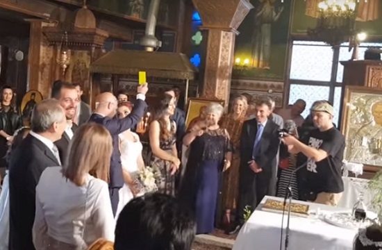Photo of Greek groom giving bride yellow card becomes viral (video)