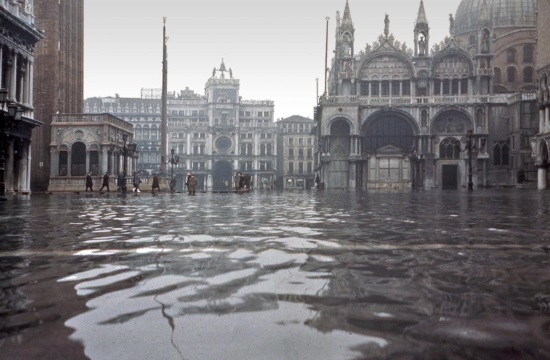 75% of Venice sinks under the water from the heavy rains (video)