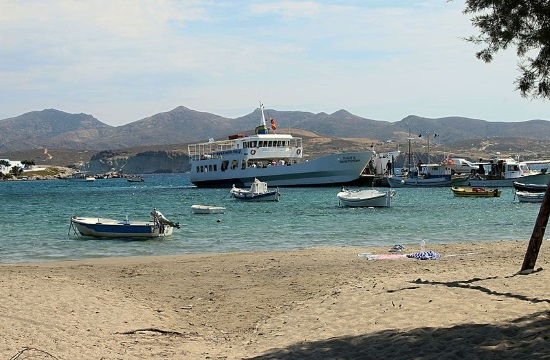 Awesome footage of ferry docking in harsh conditions in Milos island