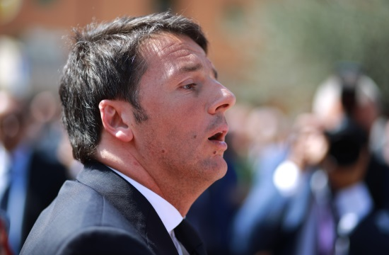 Italian PM Matteo Renzi asked to delay resignation until budget is passed