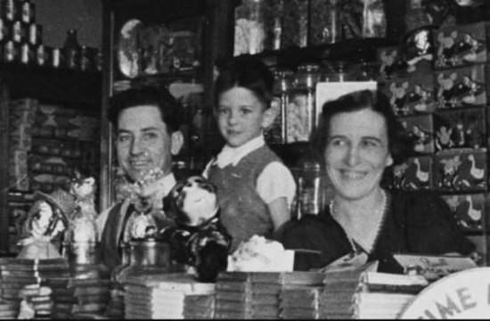 Queensland library to virtually revive early 20th century Greek cafes in Australia