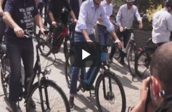 Mayors and minister ride around Athens on World Bicycle Day (video)