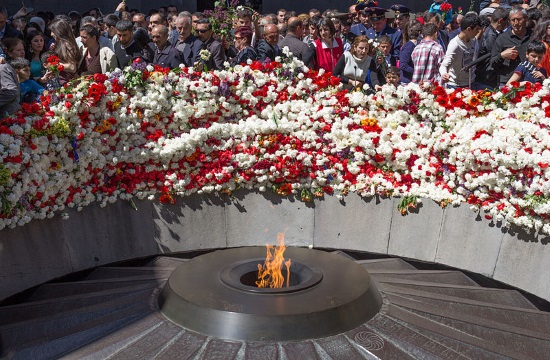 Greek President calls from Yerevan on Turkey to recognize Armenian genocide