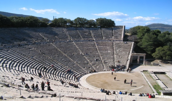 Epidaurus Theatre: Great success with Aristophanes's 'The Birds' (video)