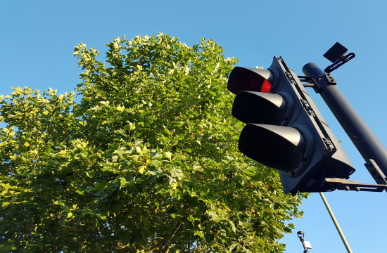 Camera detectors to be installed on traffic light posts in Greece