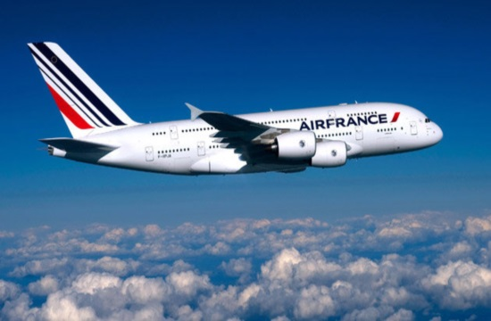 Air France offers three weekly direct flights from Paris to Thessaloniki