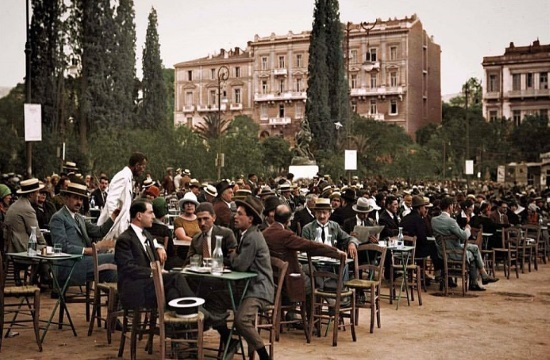Striking image of Athenian coffee scene in 1926 goes viral