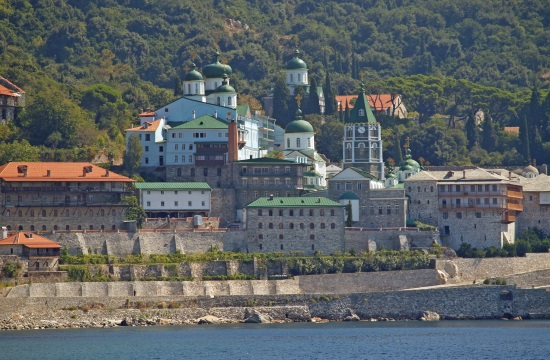 300 year old tree turned into small church to honour Mount Athos monk