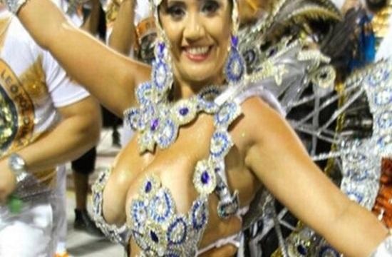 Shocking footage of Brazilian carnival queen shot dead in car (video)