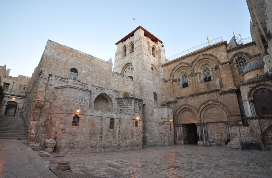 "Greek restoration team ""resurrects"" Tomb of Jesus to former glory"