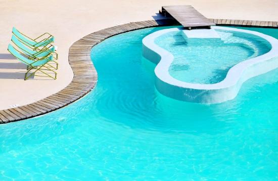 Conde Nast Traveler: Three Greek resorts among Best Beach Hotels in Europe