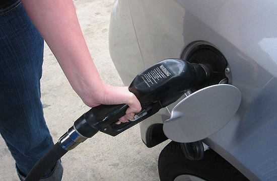 Gas station owners federation asks for reduction of taxes on fuel in Greece