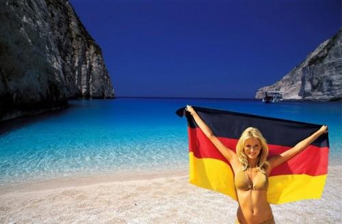 Suddeutsche Zeitung: Greece recording tourism boom despite the crisis