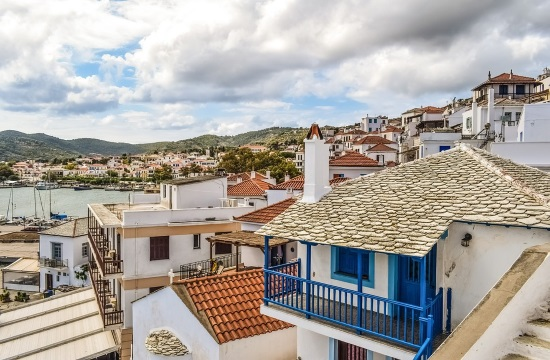 Greek real estate market records sharp rise in rates