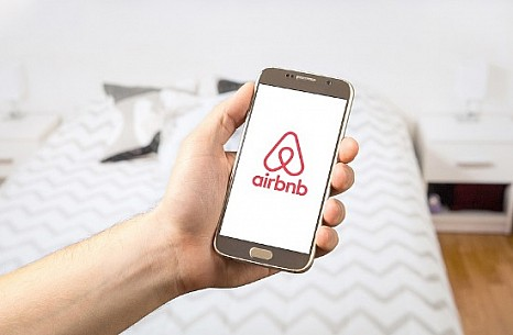 Greek Airbnb hosts call for platform subsidies over COVID-19 shutdown