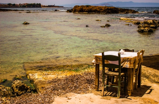 Report: Tips for a fun family vacation on Crete (video)
