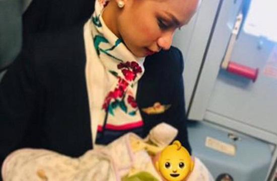Photo of flight attendant breastfeeding passenger's baby goes viral
