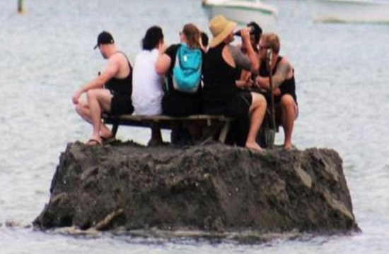 Media report: New Zealanders build island to avoid alcohol ban
