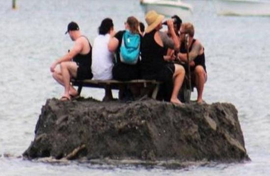 Media report: New Zealanders build island to avoid alcohol ban