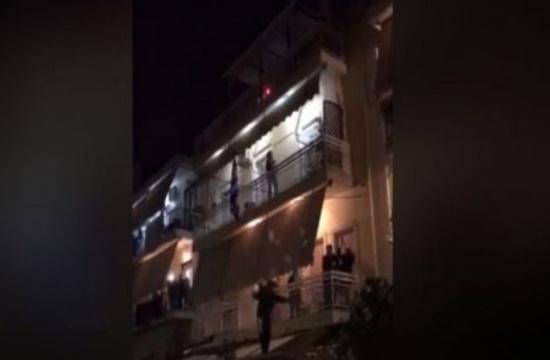 Greeks continue to party in balconies despite coronavirus isolation (video)