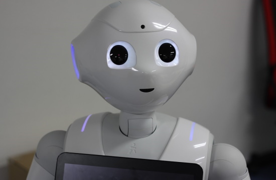 Pepper robots to inform public at Athens airport on Covid-19 protection in Greece
