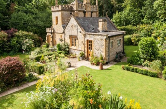 Tornos News England S Smallest Castle Up For Sale At