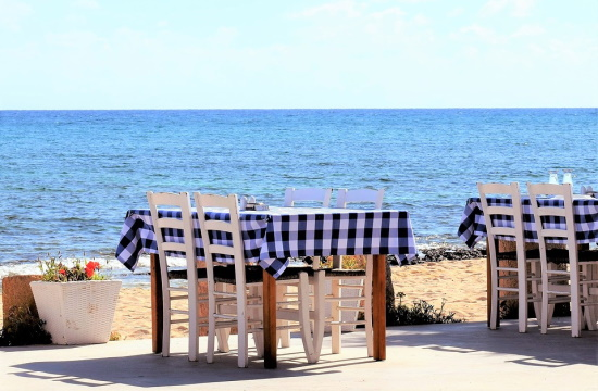 Interior Minister outlines details of restaurant seating rules in Greece