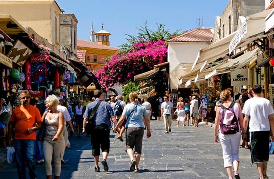 Greek tourism progress in March: + 8.3% receipts + 2.5% arrivals