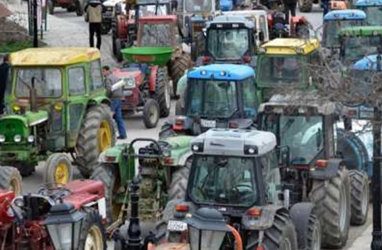 Protesting Greek farmers plan to block national roads with tractors again