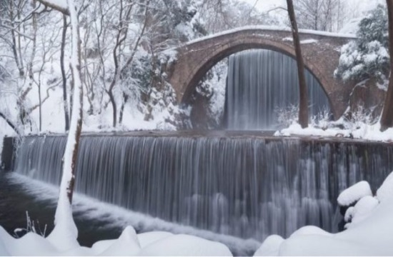 Spectacular snow-covered scenery in Greece (video)