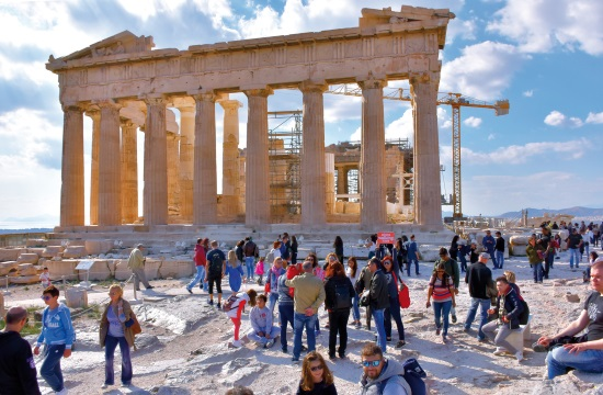 Tour operator in Athens supports unemployed guides in COVID-19 period
