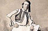 Irish Embassy commemorates Oscar Wilde's birthday with Athens photo in costume