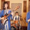 "Japanese boy band sings Greek folk tune ""Mpikan ta Gidia sto Mantri"" (video)"